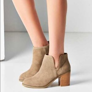 Urban outfitters ankle bpotro